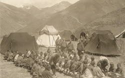 Bhutanese coolies being fed after arrival in camp [Lingzi]